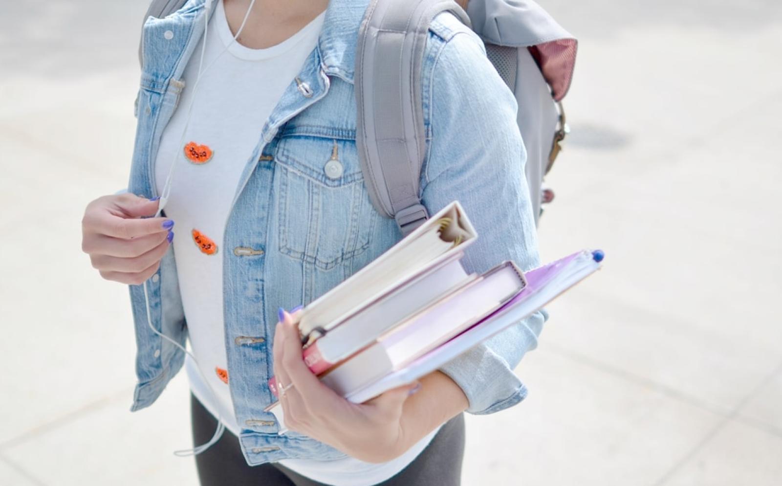 学業に励む学生